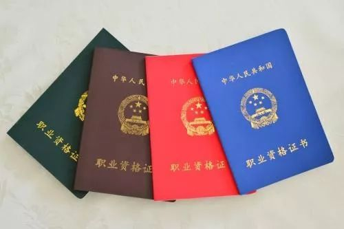 2019年上海初级会计师证书何时领取?